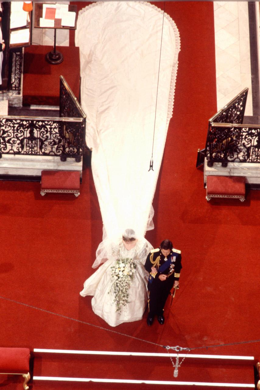 Les Robes De La Princesse Diana La Verite Derriere Ses