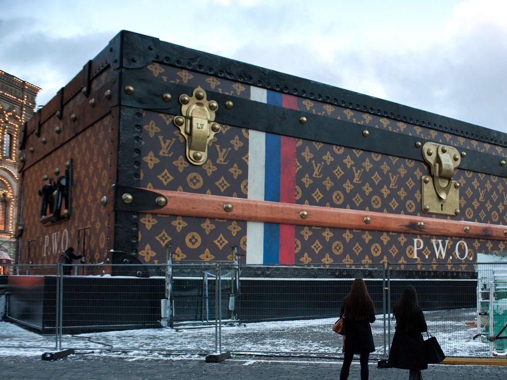 Louis Vuitton Fashion Show Famous