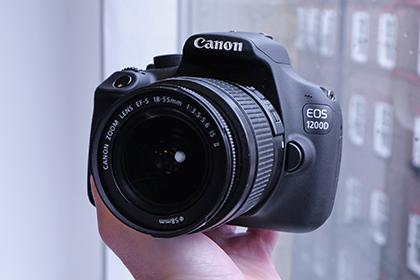Canon EOS 1200D handheld