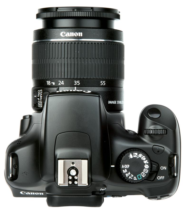 Canon vs Nikon: a Financial and Consumer Comparison [INFOGRAPHIC]