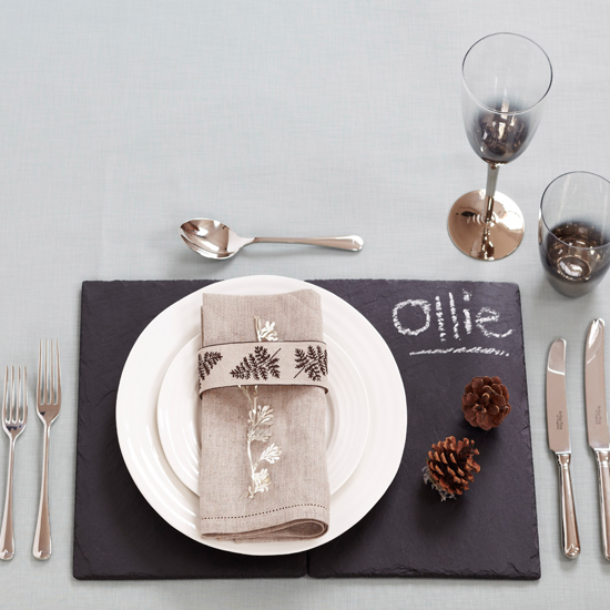 Use chalkboards and slate to create personalised place settings \ Charlotte Tolhurst