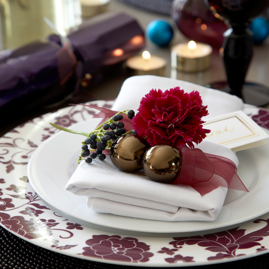 Use fresh blooms for glamorous table settings \ Mark Scott