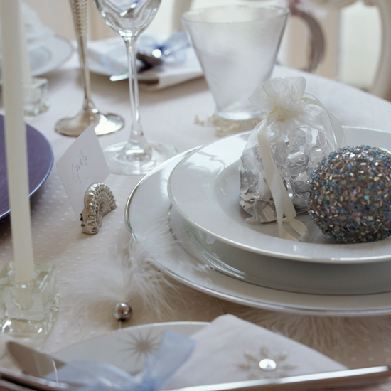 Throw a party with luxury-look place settings \ David Brittain
