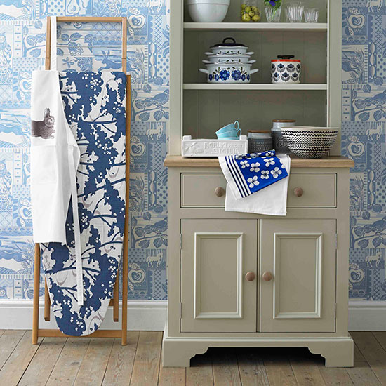 Sew an ironing board cover with country homes interiors for Kitchen wallpaper uk